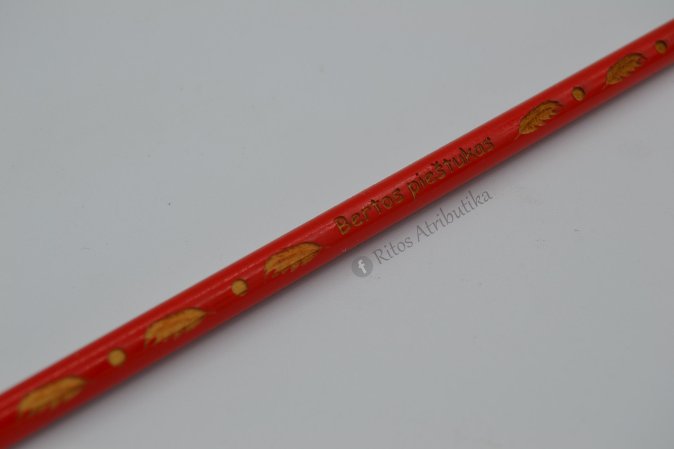 Asmeninis pieštukas su išgraviruotu vardu ir simboliais