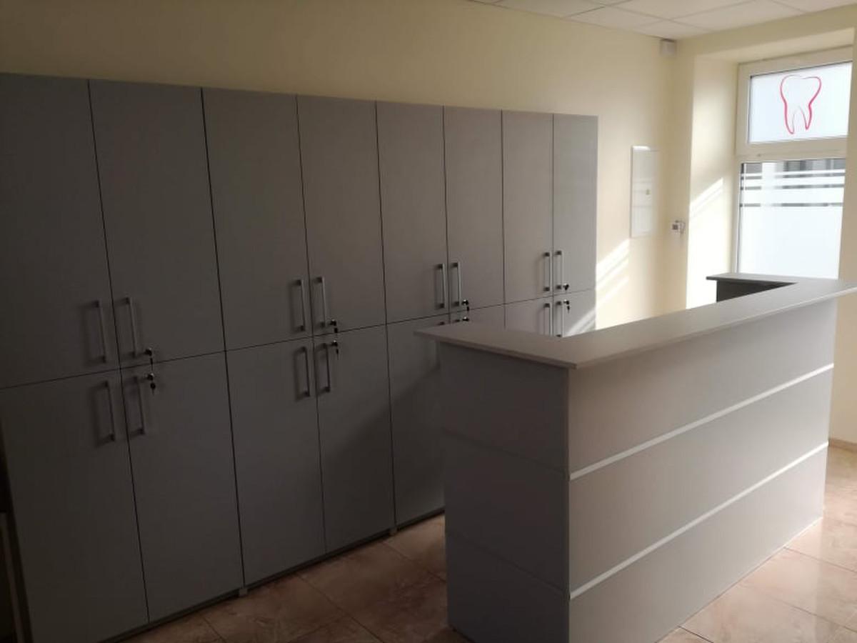 Klinikos registratūros baldai