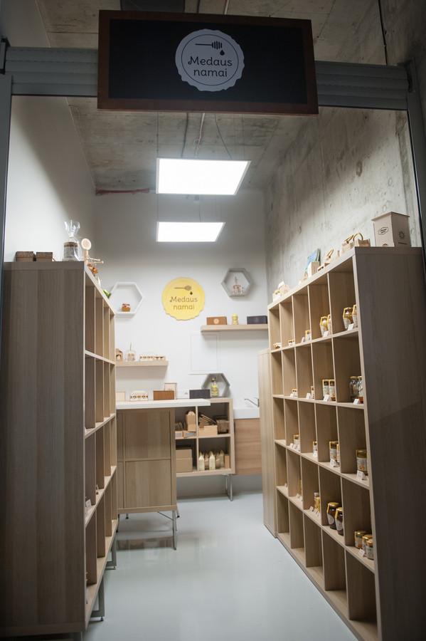 """Parduotuvės """"Medaus namai"""" apšvietimo ir elektros projektas"""