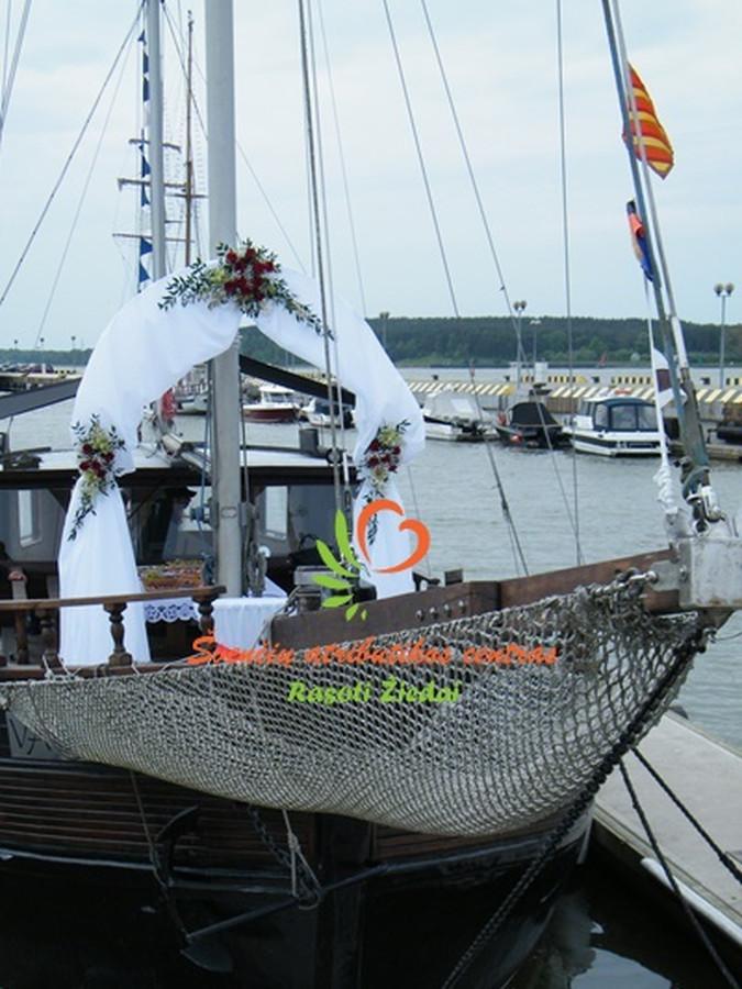 Pavėsinės dekoraimas išvažiuojamajai cereminijai, Klaipėdos kruizinių laivų terminalo krantinėje. Olando kepurė, prie Baltijos Jūros. Daugiau informacijos rasotiziedai tinklapyje.
