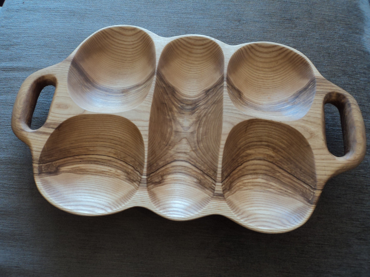 Uosio medienos padėklas su dviem rankenom.  Visi gaminami indai impregnuojami aliejumi.