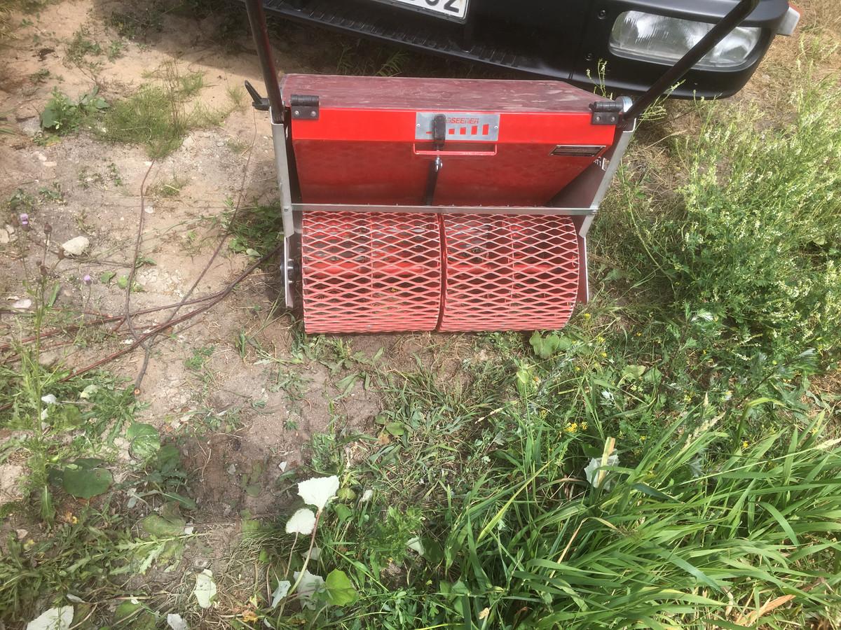 Žolės sėjimo aparatas - naudojame tik profesionalią įrangą ir techniką