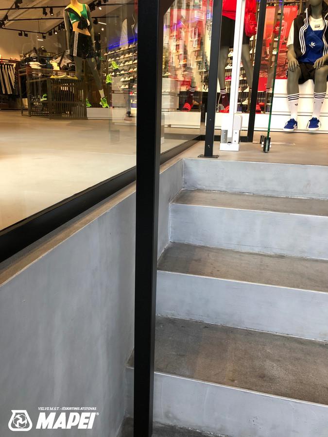 ULTRATOP LOFT cementinė dekoratyvinė grindų/sienų danga. Adidas parduotuvė Vilniuje. http://www.velvemst.lt/uploads/Brochure_Ultratop_Loft_LT_web.pdf