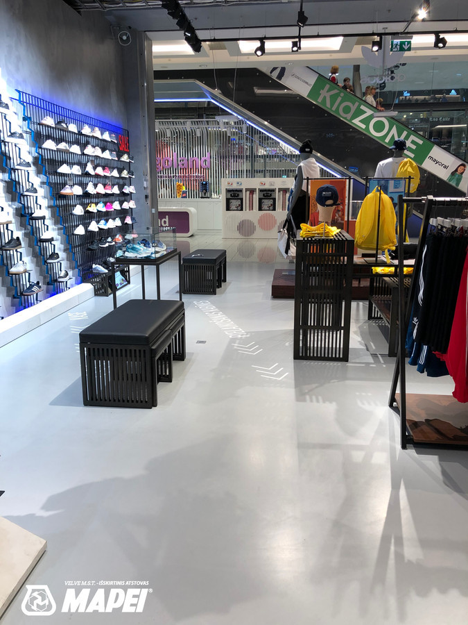ULTRATOP dekoratyvinio betono grindų danga. Poliruotas efektas. Adidas parduotuvė Rygoje. http://velvemst.lt/uploads/517_ultratop_lt_160318.pdf