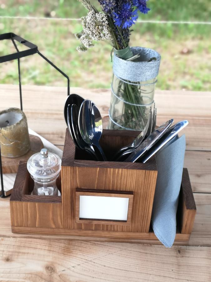 Neturi kur susidėti stalo įrankių? Yra išeitis, galime pagaminti individualią dėtuvę tiek namams tiek kavinei ar restoranui. Individualus nesikartojantis dizainas.