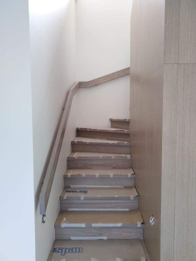 Atlikti darbai:  - GKP šlaitinių lubų montavimo darbai, - Led profilių montavimo darbai, - Glaistymo, dažymo darbai. Geram rezultatui gauti naudojamos tik aukštos kokybės medžiagos.