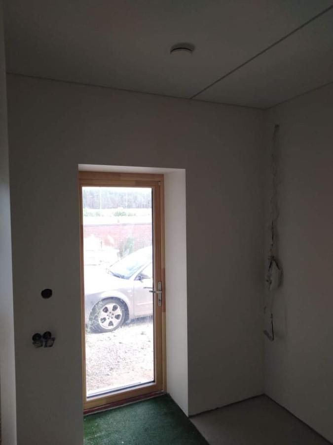 Atlikti darbai:  - GKP lubų montavimo darbai, - Glaistymo, dažymo darbai. Geram rezultatui gauti naudojamos tik aukštos kokybės medžiagos.