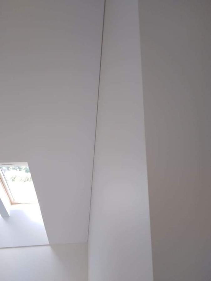 Atlikti darbai:  - GKP šlaitinių lubų montavimo darbai, - stoglangių apdirbimas GKP ir profiliais, - glaistymo, dažymo darbai. Geram rezultatui gauti naudojamos tik aukštos kokybės medžiagos.