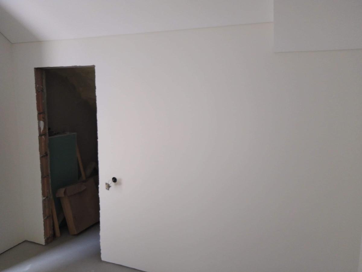 Atlikti darbai:  - GKP šlaitinių lubų montavimo darbai, - Glaistymo, dažymo darbai. Geram rezultatui gauti naudojamos tik aukštos kokybės medžiagos.