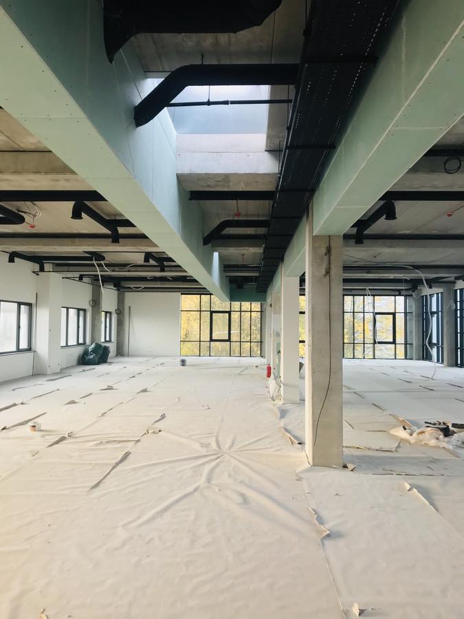 Atlikti darbai:  - Kaktos montavimo darbai ir pilnas paruošimas vitrinų montavimui ofisų patalpose. (metalinis karkasas, mediena, vata, GKPI plokštė). Naudojamos tik kokybiškos medžiagos.