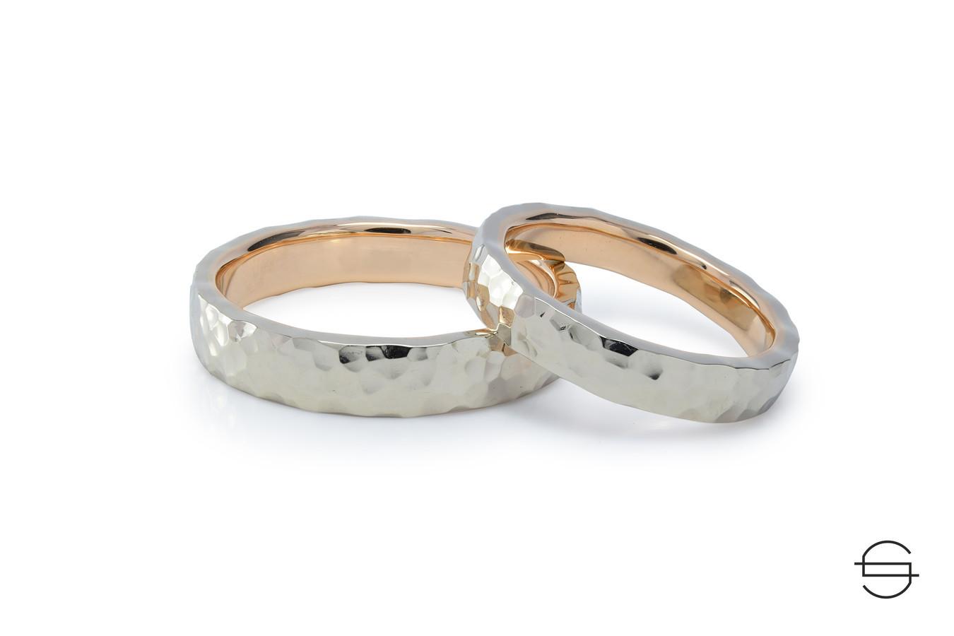 Kalinėti vestuviniai žiedai. Balto ir raudono aukso derinys.