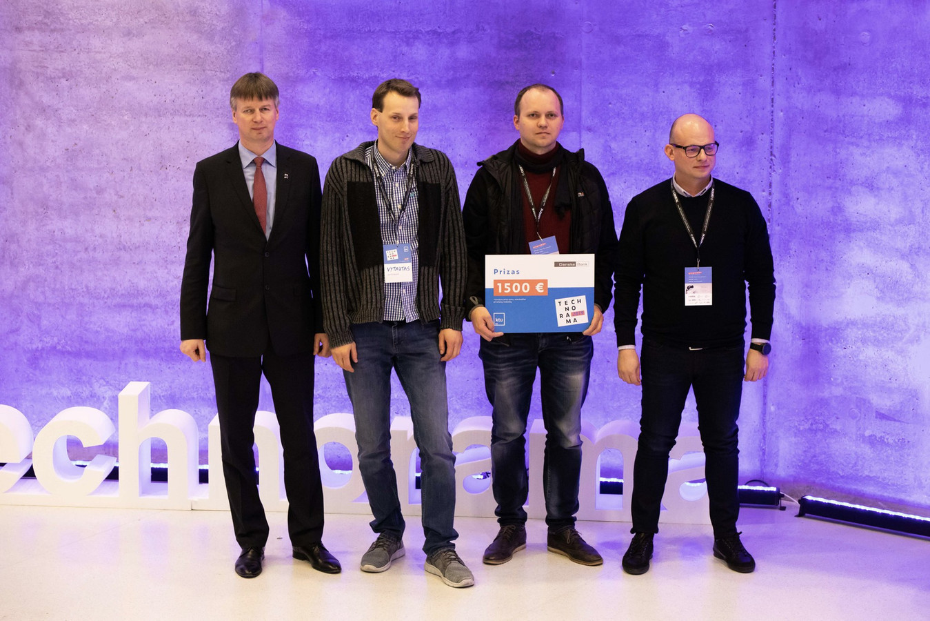 """""""Technorama 2019"""" laimėjau pagrindinį prizą: https://fcea.ktu.edu/news/innovation-exhibition-and-competition-technorama-2019-the-record-prize-fund-and-60-future-shaping-inventions/"""