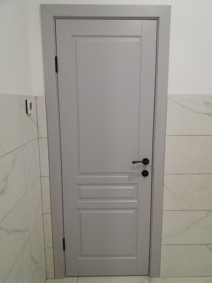 Iš MDF, Baltarusiškos durys sumontuotos su apvadais