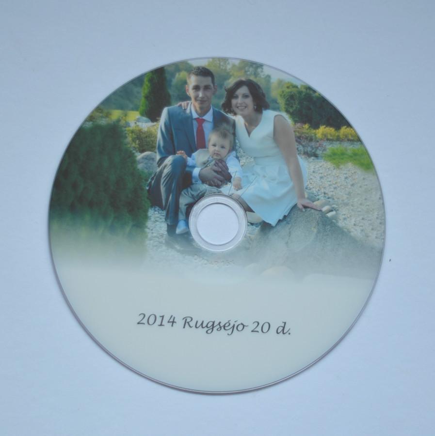 Pasirinkus krikštynu ar vestuvių fotosesijas galima pasirinkti gauti nuotraukas CD diske arba el.paštu