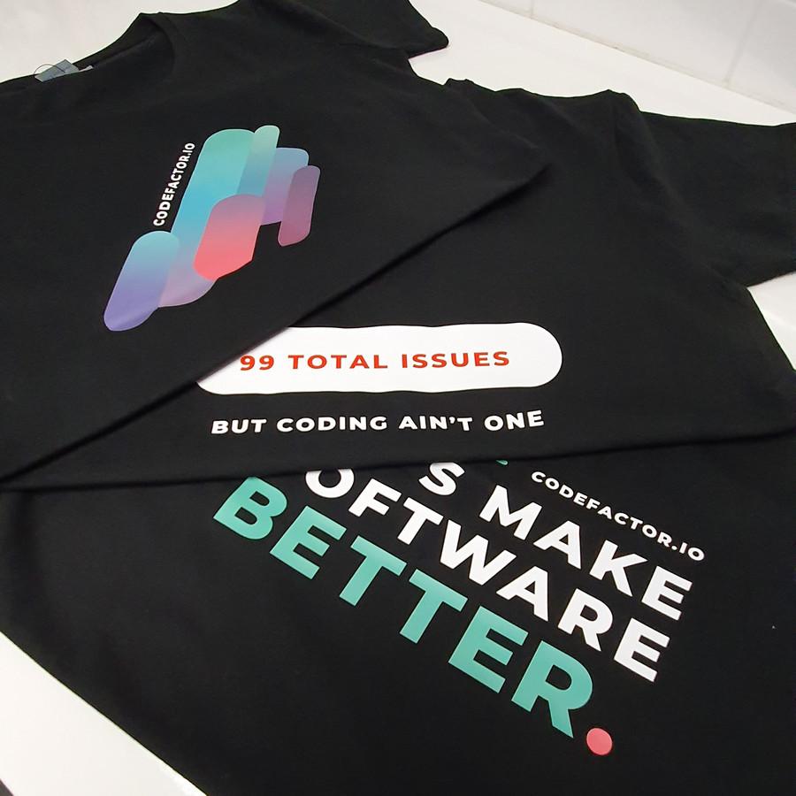 Įvairi spauda ant marškinėlių ir drabužių