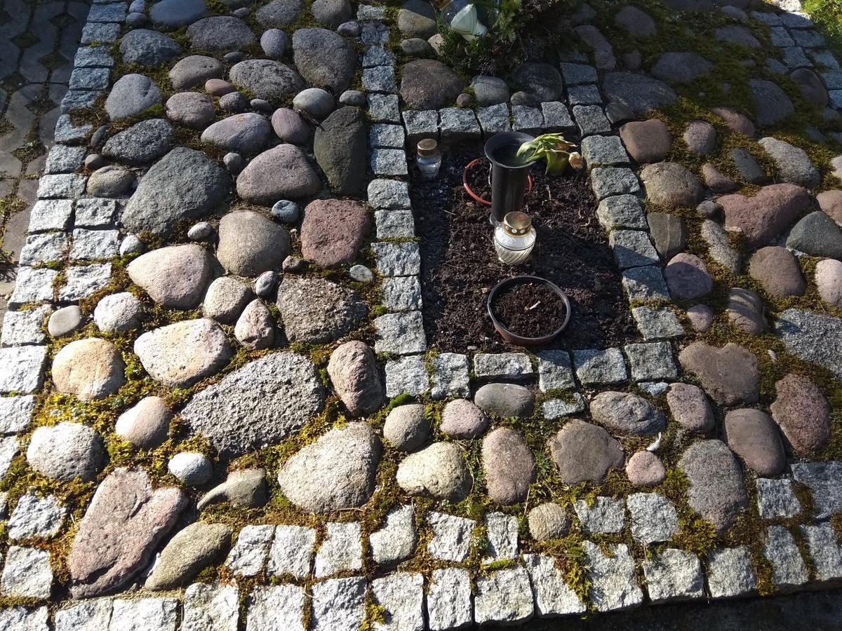 Autorius ne aš.Tai puikus kolegos darbas Antakalnio kapinėse Vilniuje.