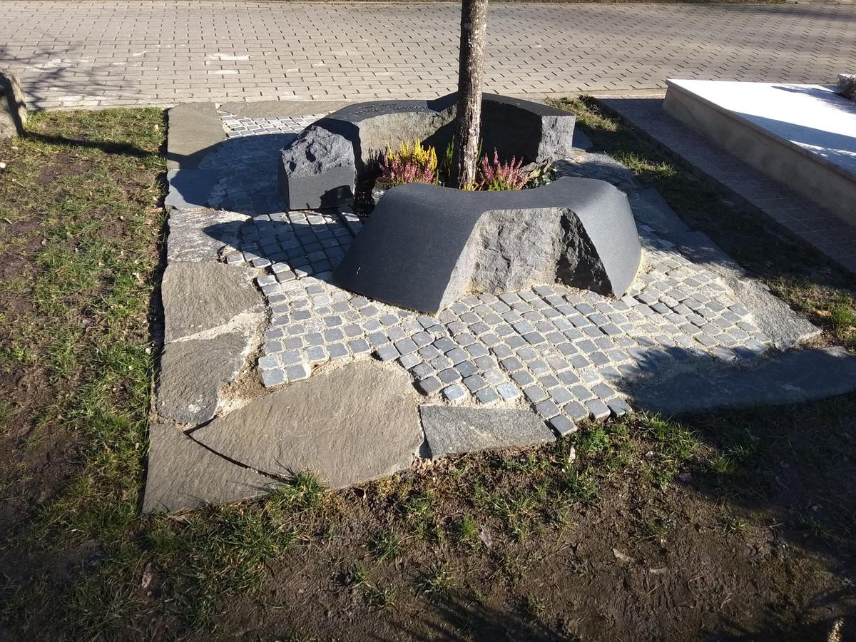 Darbas ne mano, bet nuostabi kompozicija. Antakalnio kapinės, Vilnius.