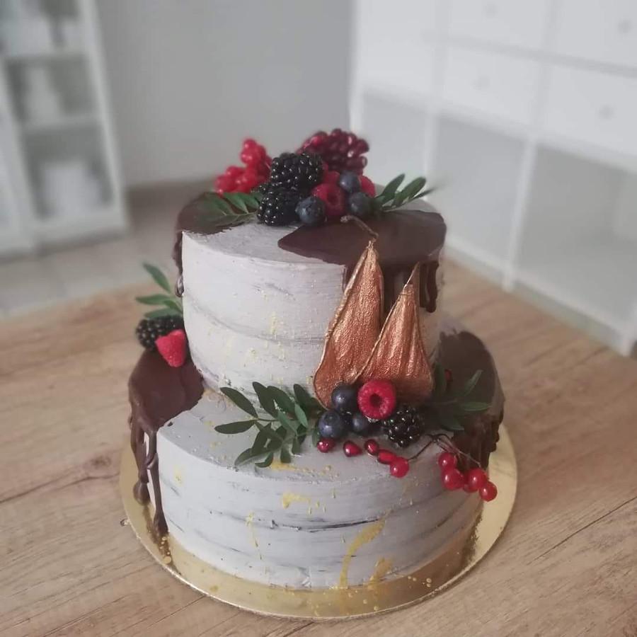 Vestuvinis tortas 3 kilogramų, dviejų skirtingų skonių.