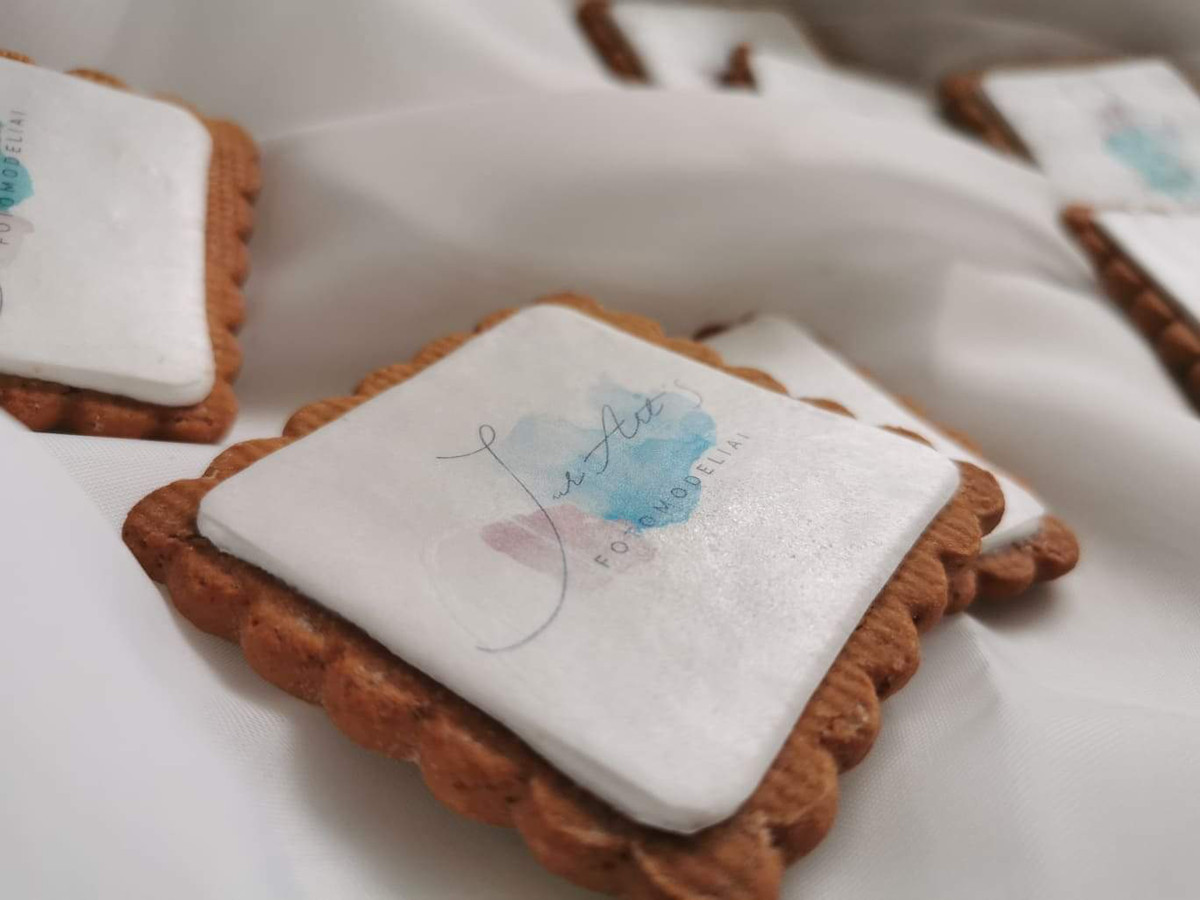 Dekoruoti sausainiai su logotipu.