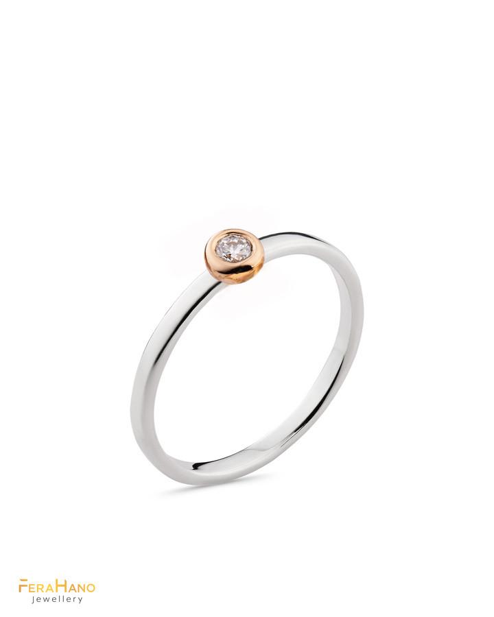 Balto aukso žiedas su raudono aukso akute ir briliantu. Praba 585