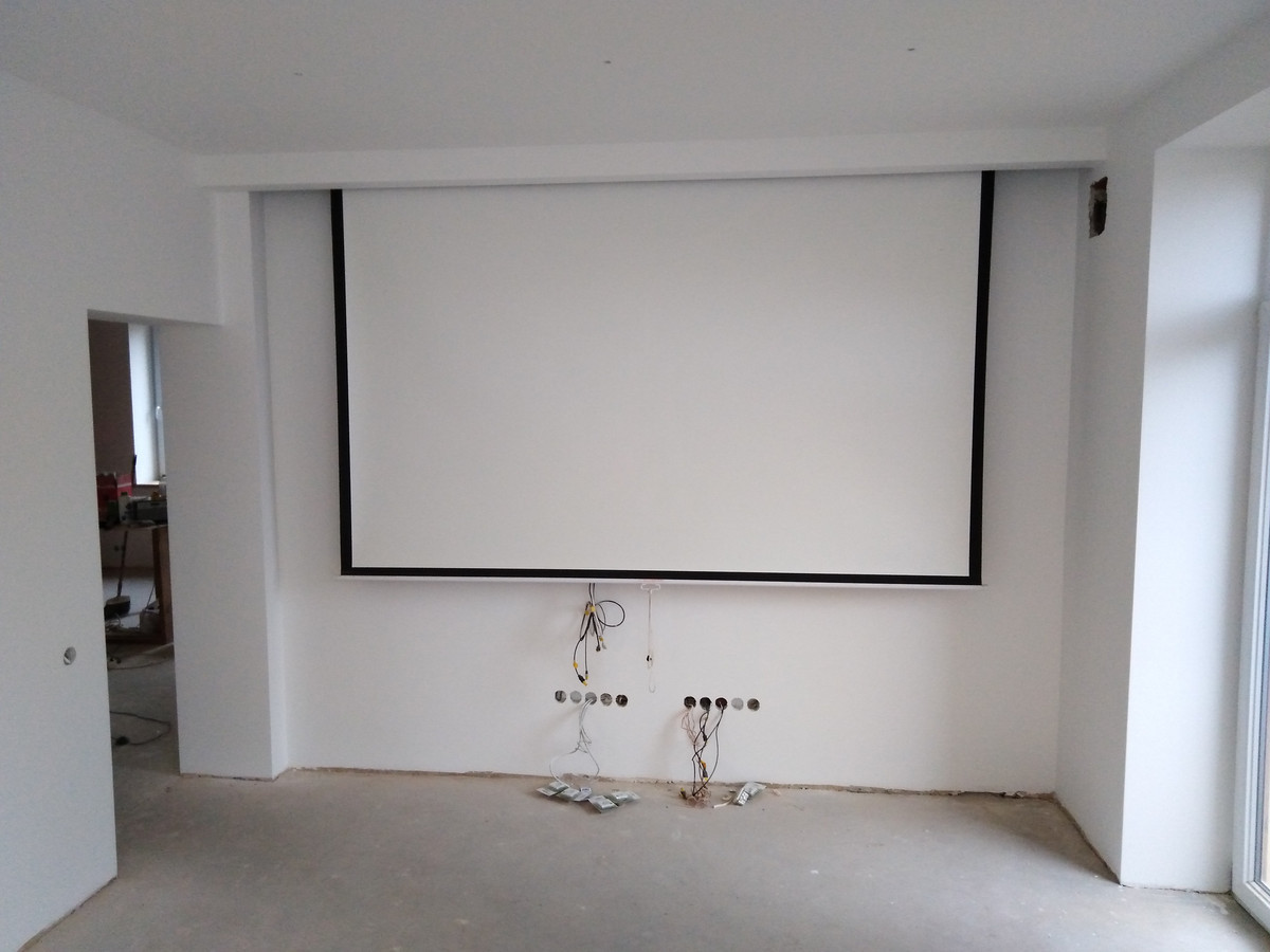 Atlikti darbai:  - pakabinamų lubų montavimas GKFI plokšte (garso izoliacija pagal Knauf sistema), - GKFI pertvarų montavimas (garso izoliacija pagal Knauf sistema), - glaistymo, dažymo darbai.