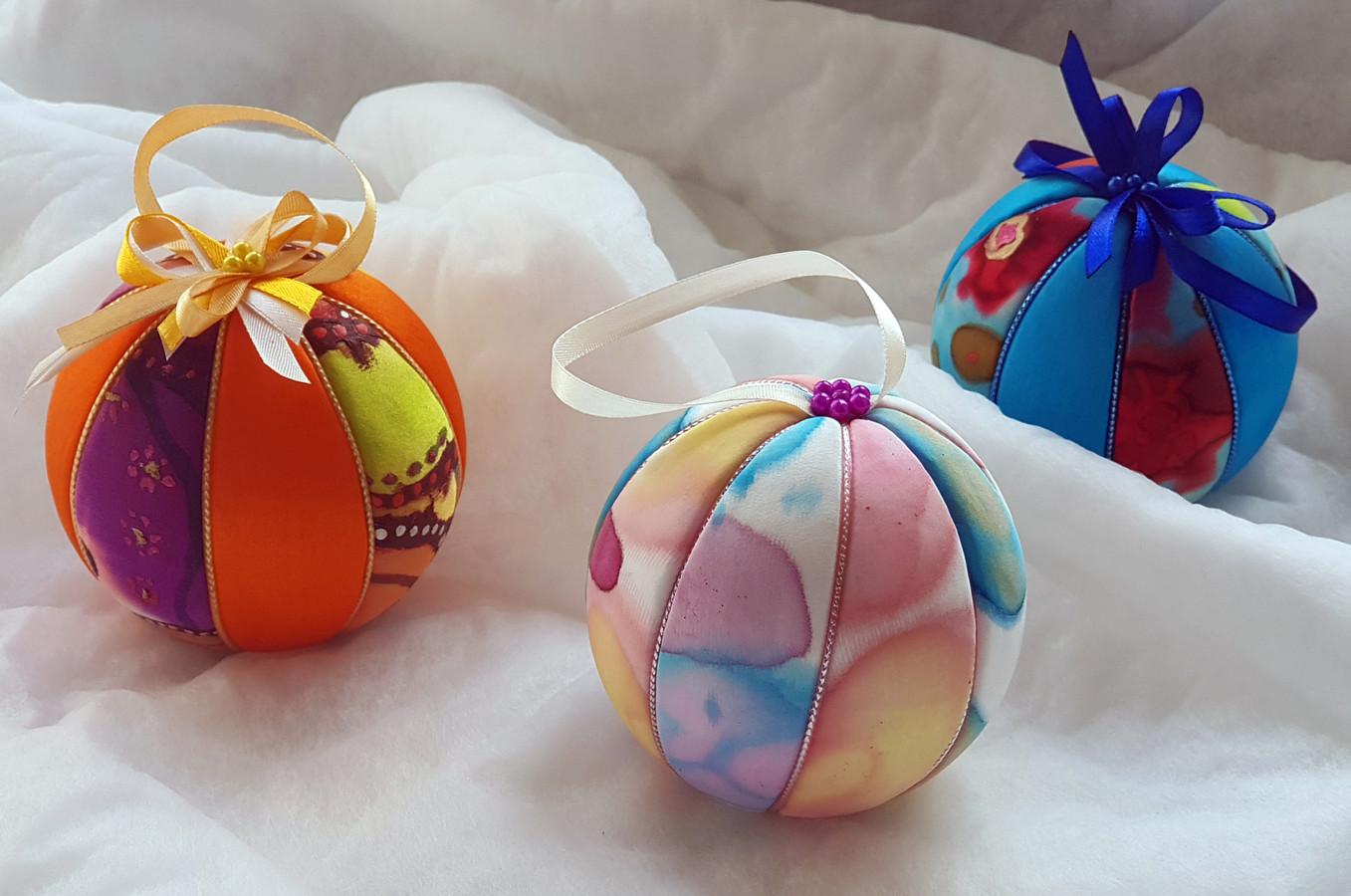 Visus Lietuvos  1 - 12 klasių moksleivius kviečiame  pasinaudoti kultūros paso teikiamomis galimybėmis ir atvykti tapyti šilkinių skarelių, nosinaičių ar Kalėdinių, Velykinių papuošimų.