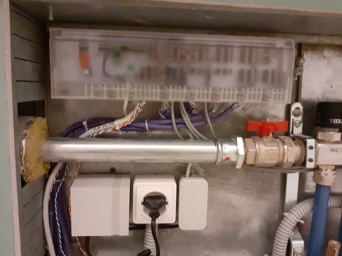 """Sumontuota grindų šildymo atumatika su """"Alpha direct"""" valdikliu."""