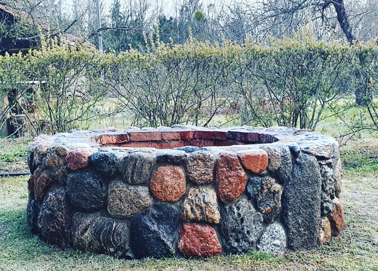 Lauko ugniakuras.Iš Riedulio akmens.