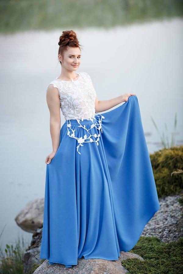 Individualiai sukurtas ir pasiūtas bodžio ir sijono kostiumas.