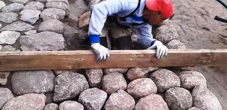 riedulio klojimas.Lauko akmens grindinys.