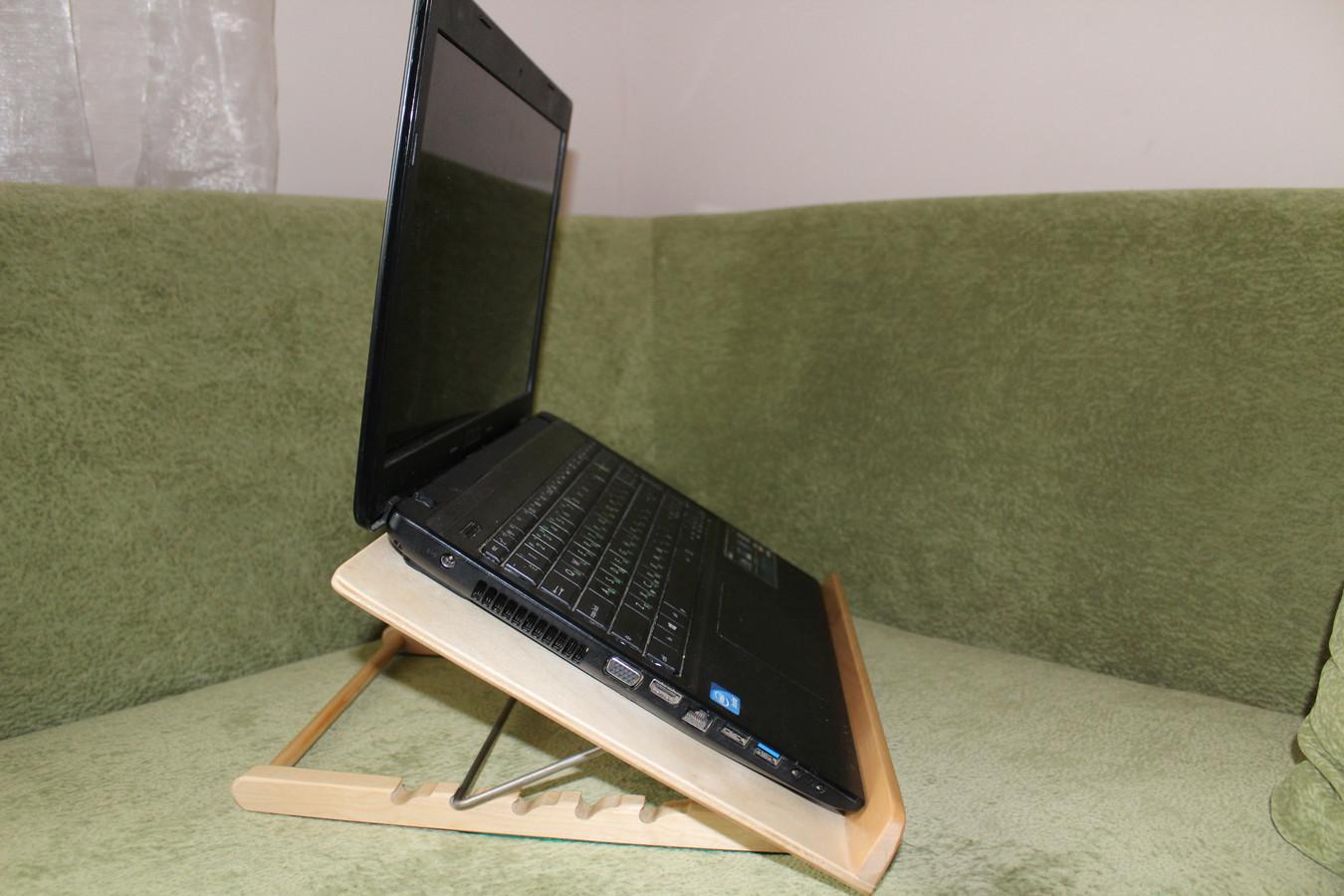 Reguluojamo aukščio padėklas skaitymui, kompiuteriui, ....ir kavagėriui