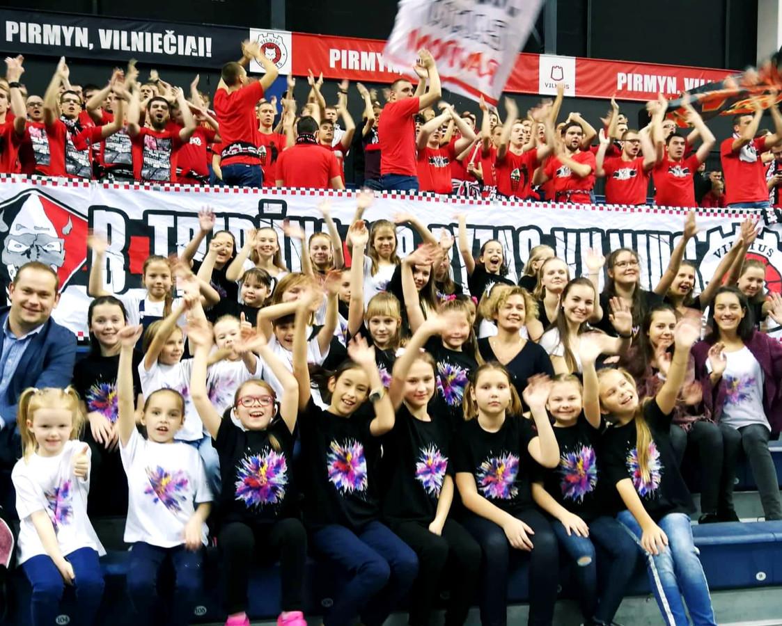 Palaikome Vilniaus krepšinio komandą per varžybas ir dovanojame savo šokį!