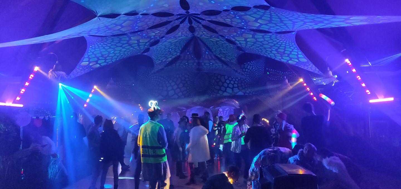 Neoninės dekoracijos bei neoninis renginio apšvietimas su įgarsinimu