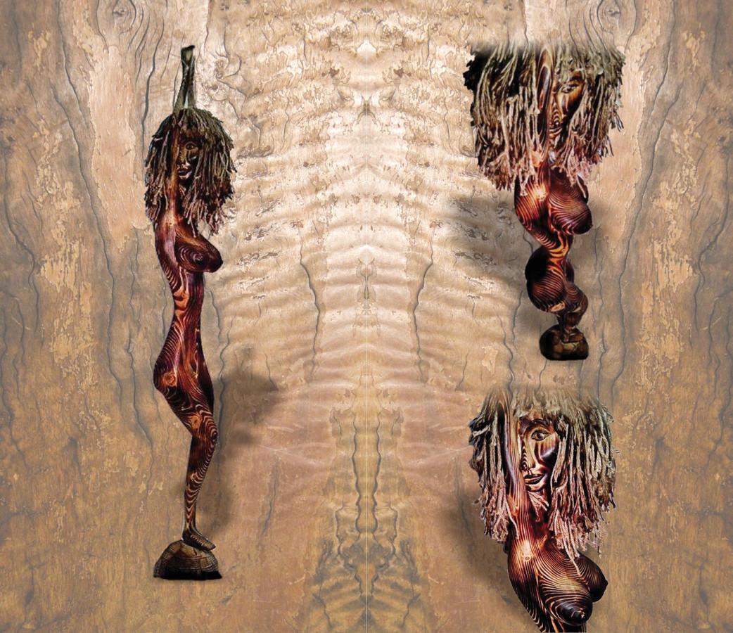 Moters skulptūra iš degintos pušies
