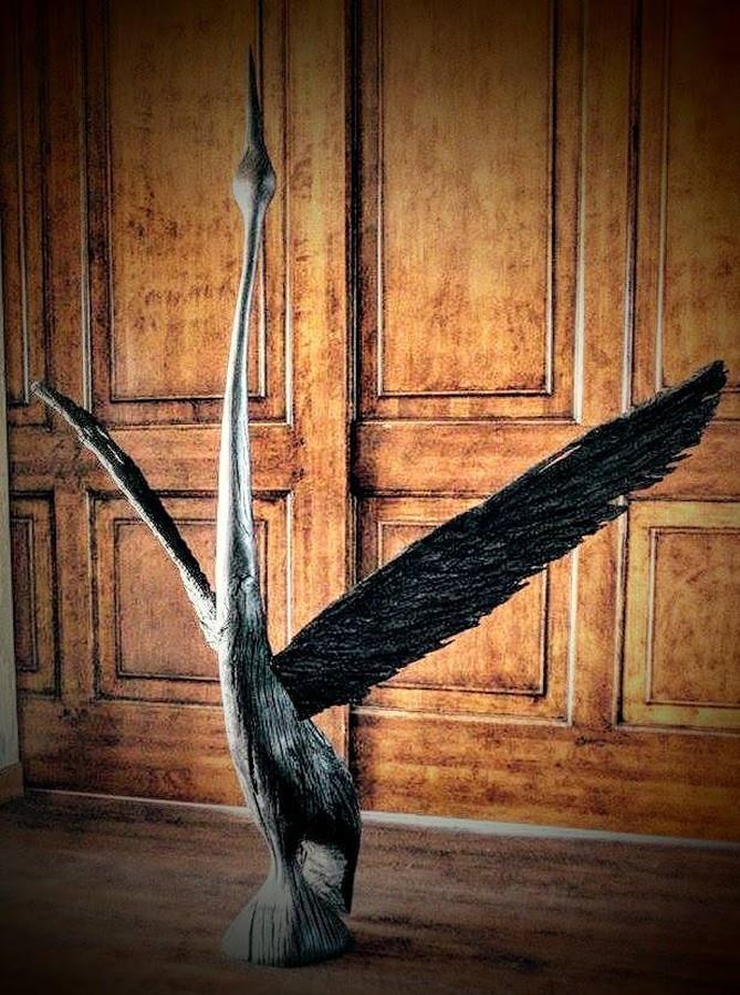 Gervės skulptūra iš juodojo ąžuolo