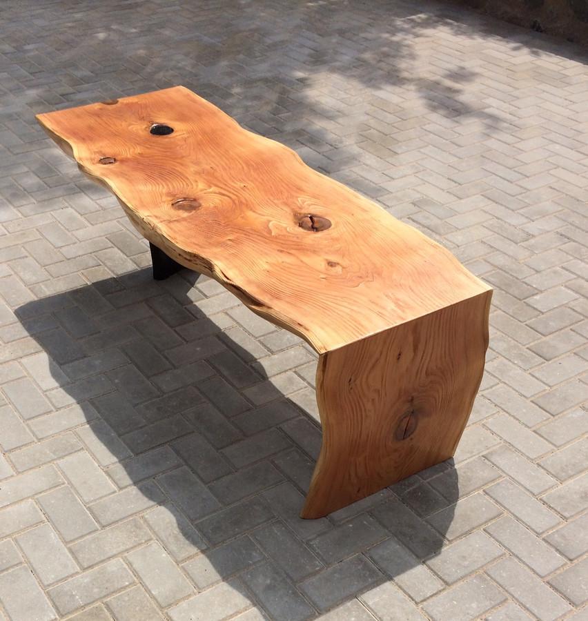 """Stalas iš kedro medienos, vieną atrama (""""koja"""") iš juodojo ąžuolo"""
