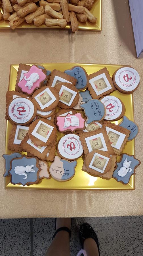 Sausainiai su logotipu