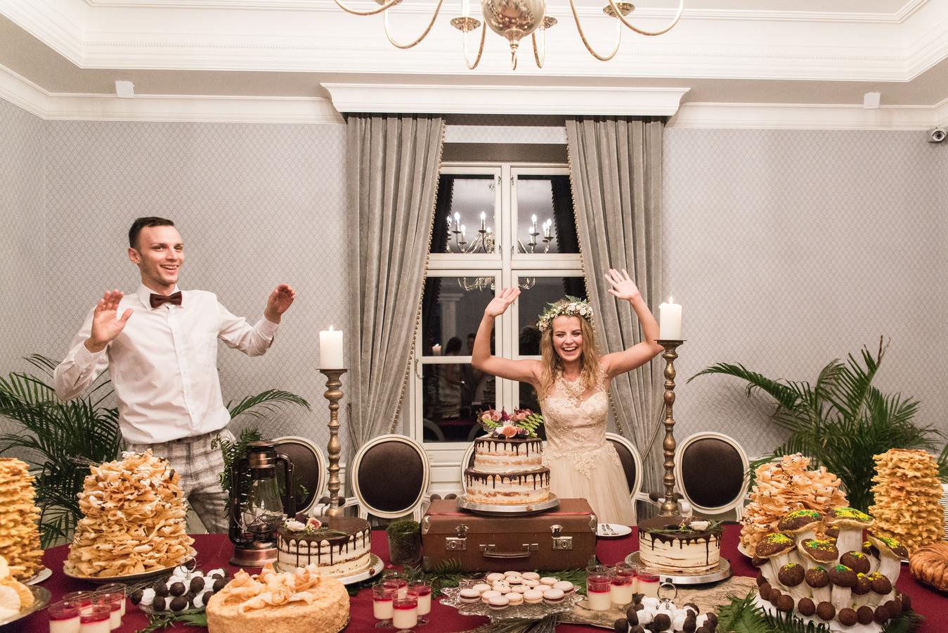Taip pat galime priimti švenčių dekoravimo užsakymus. Nuotraukoje - mūsų dekoruotas saldusis stalas. Nuotrauka: Photo Aistė