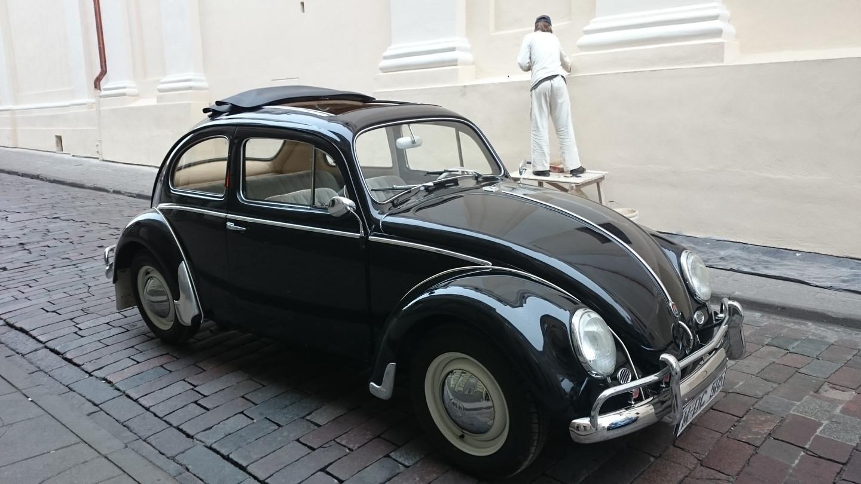 VW vabaliukas su atidaromu stogu. 1959m. juoda spalva, interjeras šviesiai gelsvas ir pilkas. Nerealiai švelniai važiuoja.