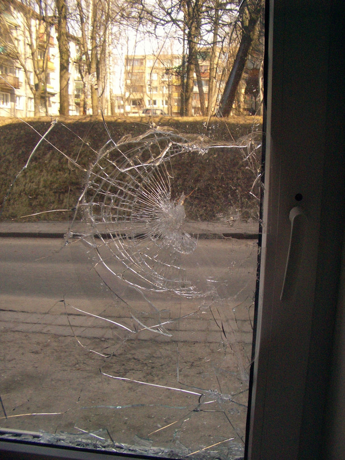"""Vagiui vėl nepasisiekę. Apsauginė """"Anti-bandit"""" 400mkm storio plėvelė saugo jūsų turtą 7-24.  Privatus klientas Vilniuje."""