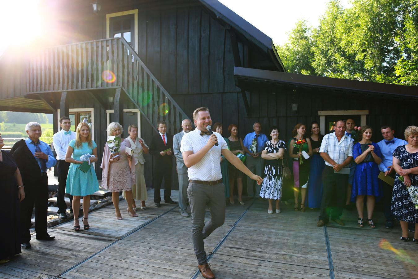 Pilnas vestuvių vakaro vedimas. Broniaus sodyba, Rokiškio rajonas. Vestuvių vedėjai Švogeriai LT