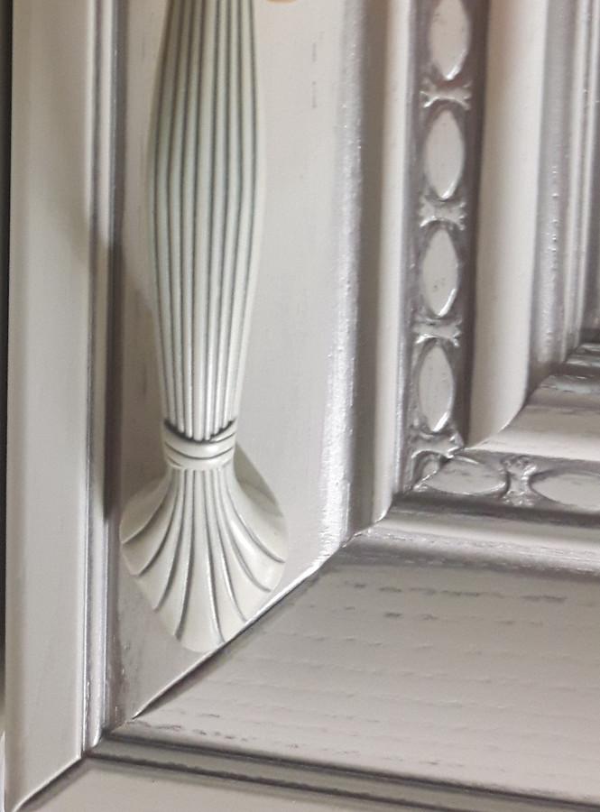baltos itališkos durelės iš uosio, puoštos, patinuotos sidabru; kolekcija Flaminia