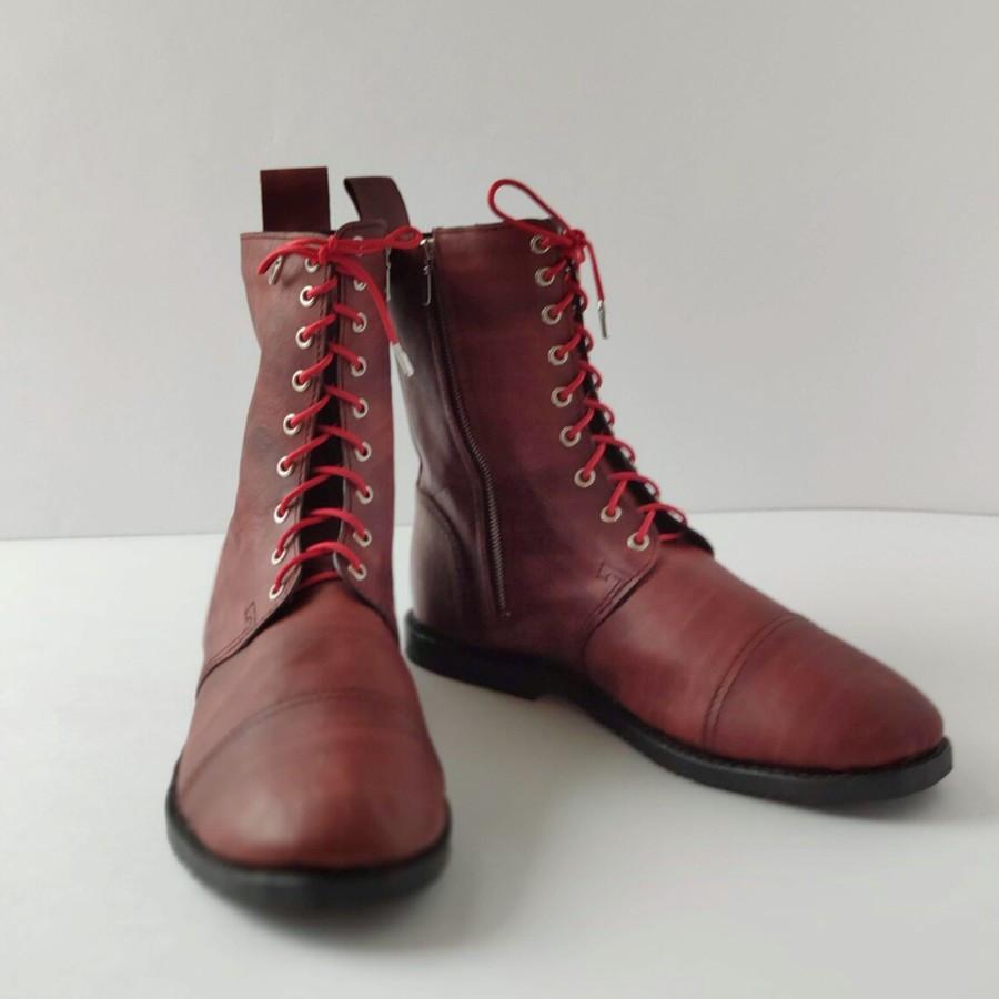Rankomis siūti odiniai batai iš augalinio išdirbimo odos. Taip pat dažyti rankomis.