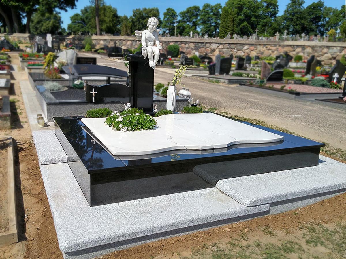 Pilnas kapo dengimas akmens plokštėmis, pagaminta skulptūra.