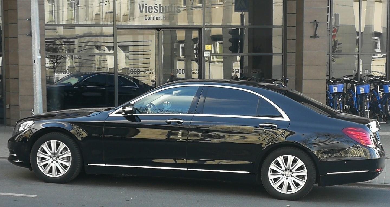 Teikiame asmeninio vairuotojo paslaugą atliekant kliento automobiliu, taip pat galima automobilio su vairuotoju nuoma.