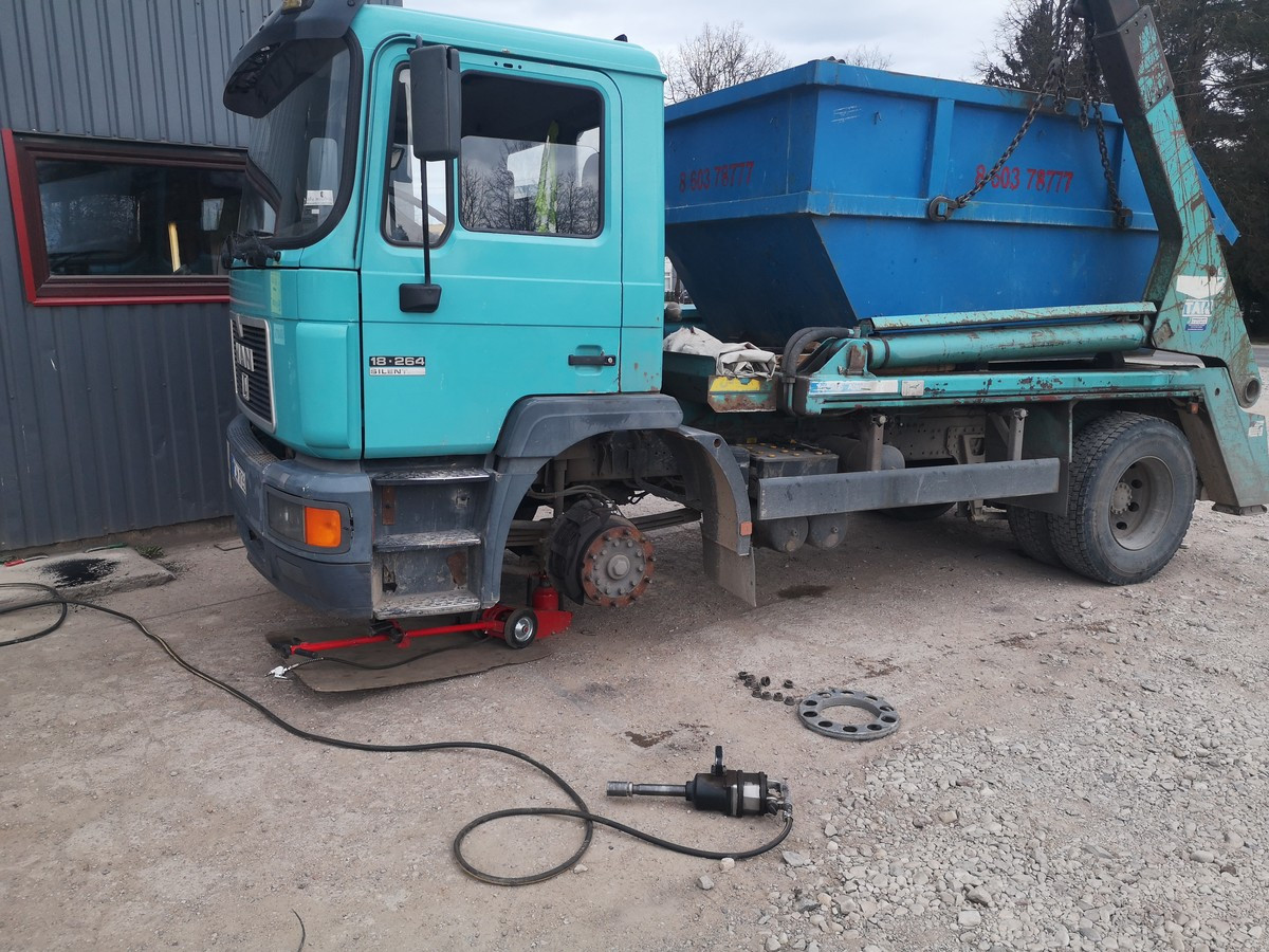 Sunkvežimių bei traktorių padangų remontas, keitimas
