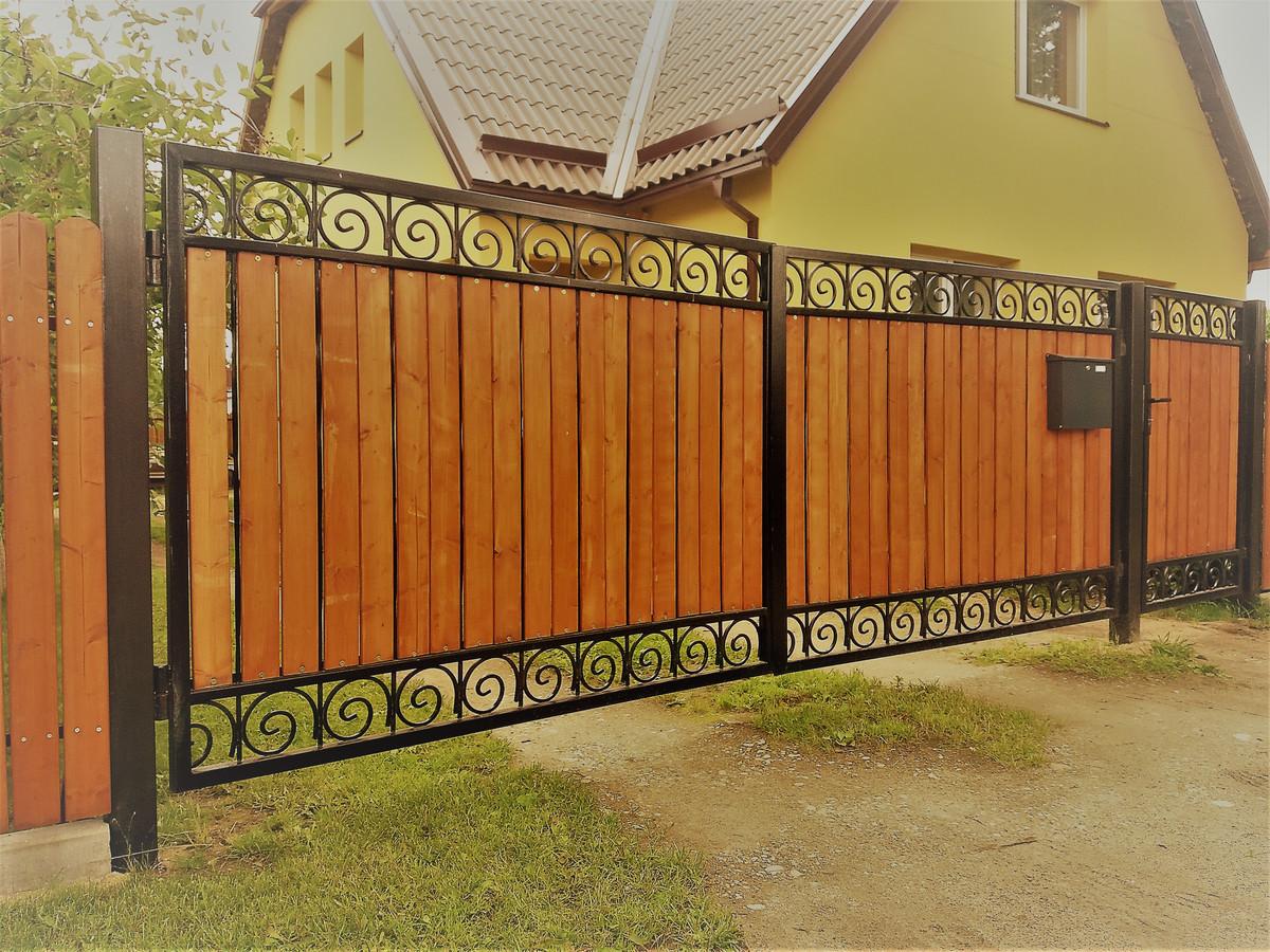 Siūlome medines tvoras ir vartus su pilnu jų įrengimu. Tvoros  mediena yra impregnuota giluminiu būdu, suteikiame garantija net iki 30 metų.