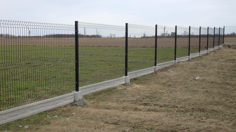 Montuojame ir parduodame segmentines tvoras. Taip pat parduodame ir  montuojame surenkamus tvoros pamatus. Ekonomiškiausias tvoros variantas kainos ir kokybės atžvilgiu. Dirbame visoje Lietuvoje.