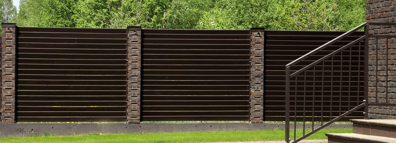 Montuojame ir parduodame medines tvoras. Dirbame visoje Lietuvoje.