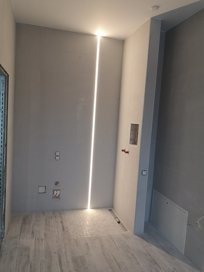LED apšvietimas dušo zonoje